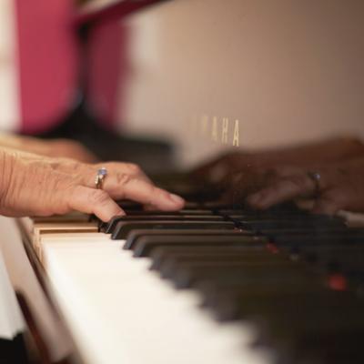 Elizabeth Koch playing piano